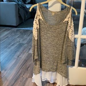 Tops - Boutique beautiful top can be worn with leggings